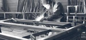Photo d'un métallier en train de travailler